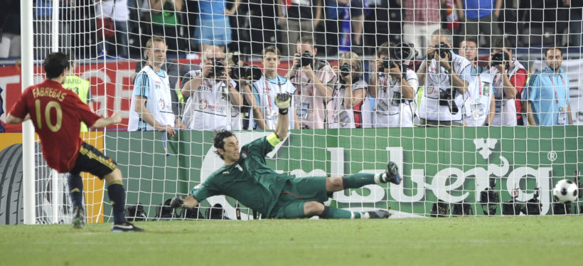 Spain's Cesc Fabregas, left, scores on the decisive goal during the penalty shootout of the quarterfinal match between Spain and Italy in Vienna, Austria, Sunday, June 22, 2008, at the Euro 2008 European Soccer Championships in Austria and Switzerland. Spain defeated Italy 4-2 on penalties, following a 0-0 draw. (AP Photo/Martin Meissner)