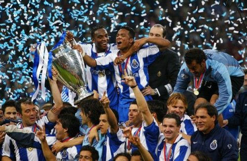 FC Porto's Benni McCarthy (top L) and Carlos Alberto (top R) hold the trophy as they celebrate with their teamates after beating Monaco 3-0 in the Champions League final football match, 26 May 2004 at the Arena AufSchalke stadium in Gelsenkirchen. AFP PHOTO MIGUEL RIOPA
